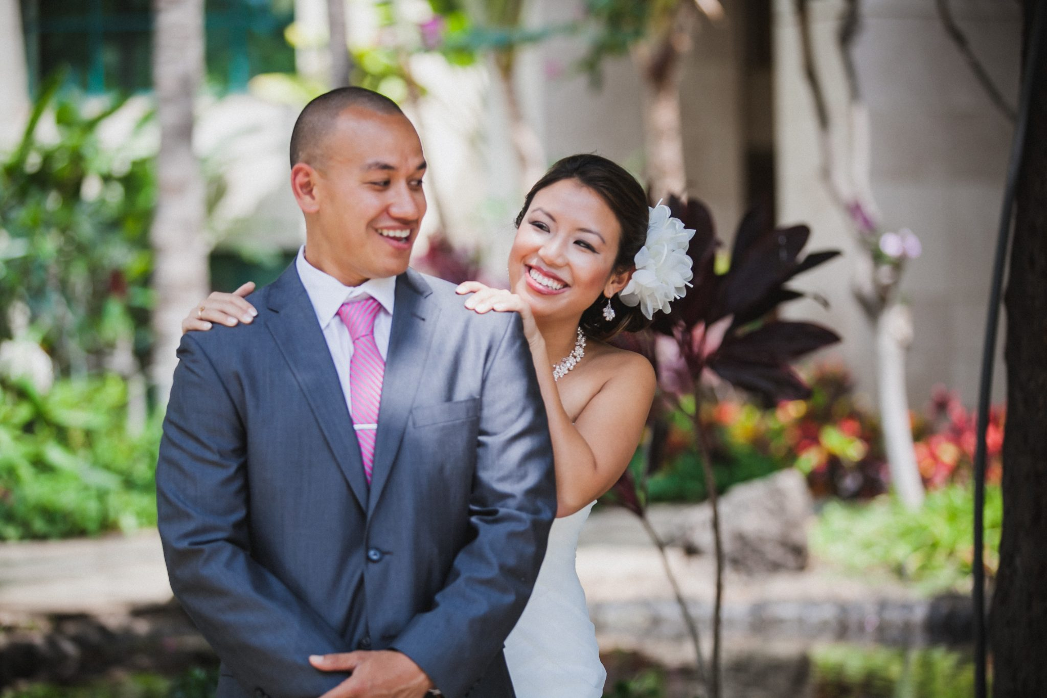 Bride and groom have a first look in Hawaii