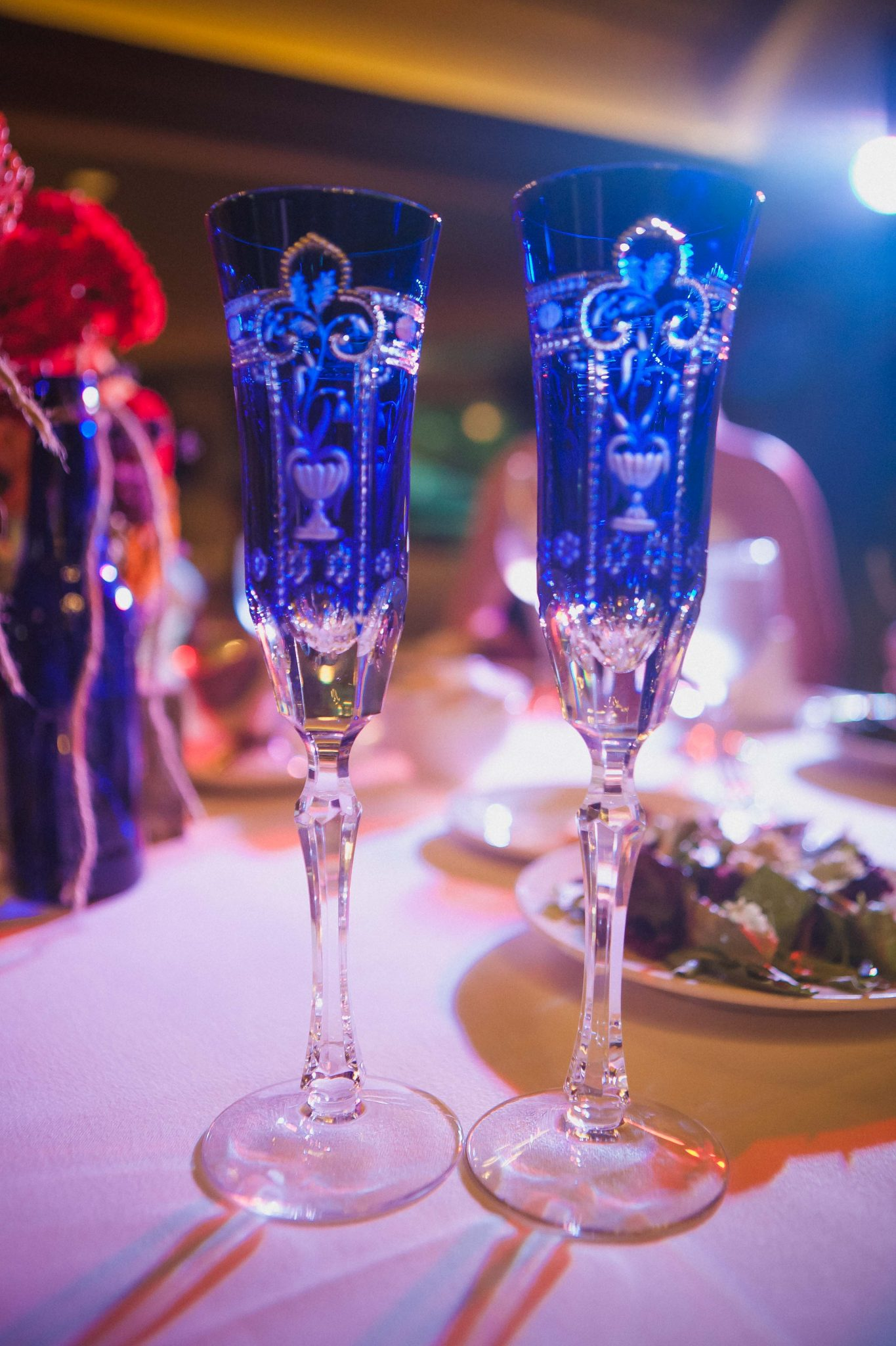 Blue glass champagne flutes for the bride and groom on their wedding day